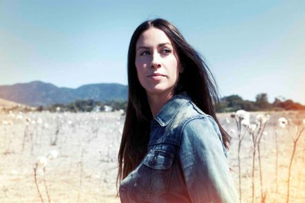 Alanis_Morissette_press_photo_2012