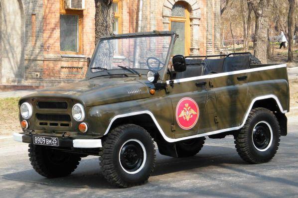 УАЗ-3151_на_параде_фото1