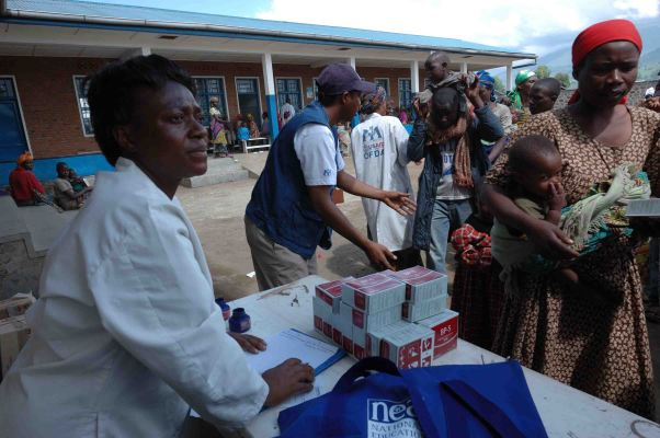 Distribution_of_BP-5_Emergency_food_packages_in_Goma_-_from_Flickr_2995064256