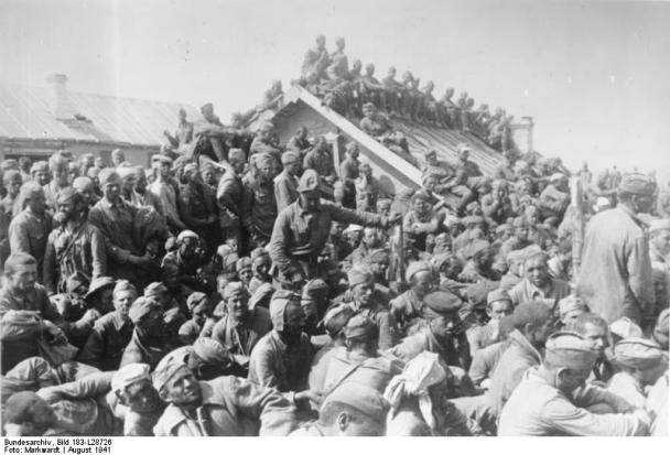 Sowjetische Kriegsgefangene bei Smolensk